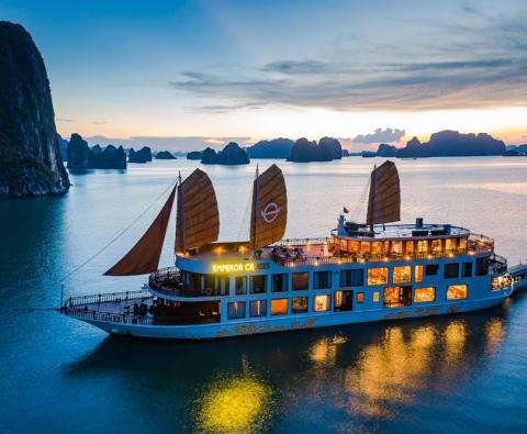 Emperor Cruises Du thuyền Hoàng Đế 5 sao tại Hạ Long