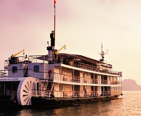 Du thuyền Hạ Long Emeraude Cruise 5 sao