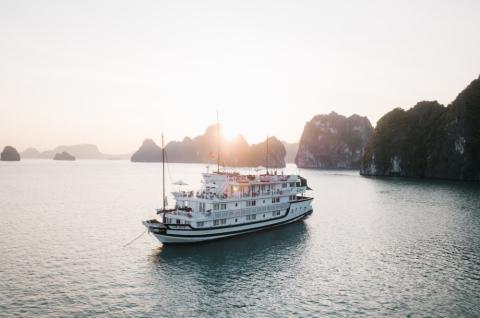 Du thuyền Hạ Long 4 sao Bhaya Cruise 4 sao giá tốt